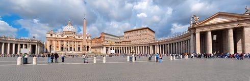 Domkyrka för St Peter ` s på fyrkant för St Peter ` s i Vaticanen, Rome, Italien royaltyfri foto