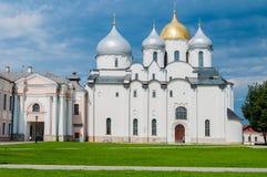 Domkyrka för St Sophia i Veliky Novgorod, Ryssland på den soliga dagen för sommar - arkitekturlandskap av den ortodoxa gränsmärke Arkivbild