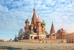 Domkyrka f?r St-basilika` s p? r?d fyrkant i Moskva royaltyfria foton