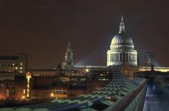 Domkyrka för St Pauls på natten, London Royaltyfria Foton