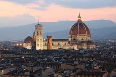 Domkyrka i Florence Italy på skymning Royaltyfri Foto