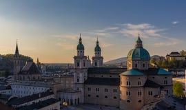 Domkyrka i Salzburg på solnedgången Arkivbild