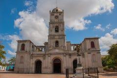 Domkyrka i i stadens centrum Holguin, Kuba royaltyfri foto