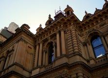 domkyrka med blå himmel, fasad av domkyrkan arkivbilder