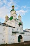 Domkyrka med guld- kupoler arkivbilder