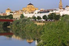 Domkyrka Mezquita, Guadalquivir flod, Cordoba arkivfoton