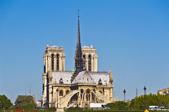 Domkyrka Notre Dame de Paris från floden Seine Royaltyfri Bild