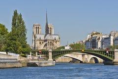 Domkyrka Notre Dame de Paris från floden Seine Royaltyfri Fotografi