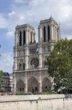 Domkyrka Notre fördämning. Den välkända kyrkan i Paris Fotografering för Bildbyråer