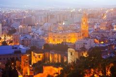 Domkyrka och cityspace från slott i natt Malaga Royaltyfria Bilder
