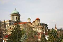 Domkyrka och kunglig slott i Esztergom hungary Royaltyfria Foton