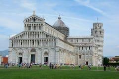 Domkyrka och lutande torn i Pisa i Italien Royaltyfria Foton