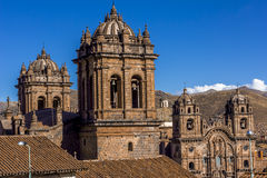 Domkyrka och samhälle av Jesus Church Bell Towers Cuzco Peru Arkivfoton