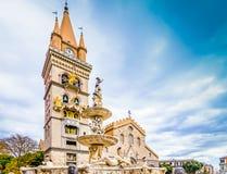 Domkyrka och springbrunn av Messina, Sicilien, Italien royaltyfria foton
