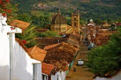 Domkyrka och tak av koloniala hus, Barichara Royaltyfria Bilder