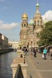 Domkyrka på den Griboyedov kanalinvallningen Arkivfoto