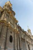 Domkyrka på den huvudsakliga plazaen, Arequipa, Peru Royaltyfri Fotografi
