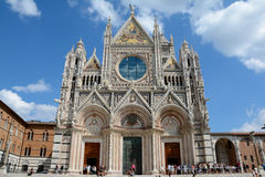 Domkyrka på Piazza del Duomo i den Siena staden i Tuscany, Italien Royaltyfri Bild
