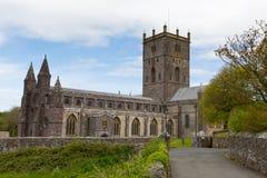 Domkyrka Pembrokeshire Wales för St Davids Arkivfoto