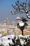 Domkyrka Santa Maria del Fiore Duomo och campanile för giottosklockatorn, i vinter med snö Florence, Tuscany Arkivfoto