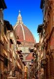 Domkyrka Santa Maria del Fiore mot den blåa himlen. Florence Arkivfoto