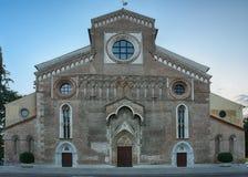 Domkyrka Santa Maria Maggiore i Udine, Italien på soluppgång Royaltyfri Fotografi