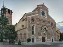 Domkyrka Santa Maria Maggiore i Udine, Italien på soluppgång Fotografering för Bildbyråer