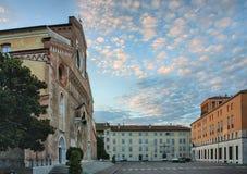 Domkyrka Santa Maria Maggiore i Udine, Italien på soluppgång Royaltyfria Bilder