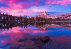 Domkyrka sjöar i Yosemite Royaltyfri Foto