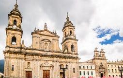 Domkyrka som är primatial vid den Bolivar fyrkanten i Bogota - Colombia royaltyfria foton