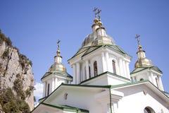domkyrka som glittrar ortodoxa torn yalta Arkivfoton