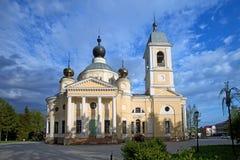Domkyrkan av Dormitionen i den lilla provinsiella staden Myshkin Royaltyfri Fotografi