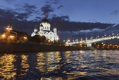 Domkyrkan av Kristus frälsaren på natten Flodinvallningen Royaltyfri Foto