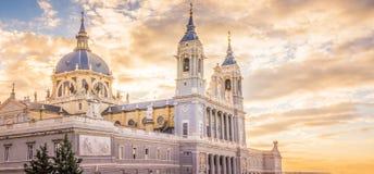 Domkyrkan av Madrid arkivbild