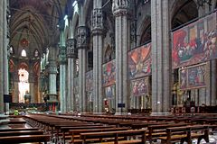 Domkyrkan av Milan; skeppet Royaltyfri Bild
