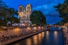 Domkyrkan av Notre Dame de Paris och Seine River Fotografering för Bildbyråer