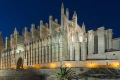 Domkyrkan av Santa Maria, Palma de Mallorca på natten Arkivbild