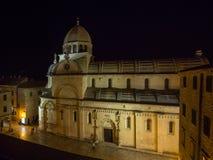 Domkyrkan av St James i Sibenik, afton går till och med cet Arkivbilder