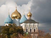 Domkyrkan av Sten Sergius Lavra för helig Treenighet för antagande Royaltyfri Bild