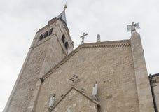 Domkyrkan av Venzone, Italien arkivfoton