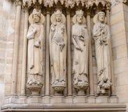DomkyrkaNotre-Dame de Paris - byggd fransk gotisk arkitektur och den är bland den största och mest välkända kyrkliga buildien Royaltyfria Bilder
