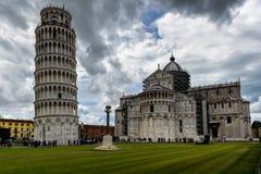 domkyrkapisa torn royaltyfria bilder