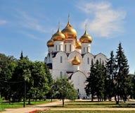 Domkyrkatempel av den Yaroslavl staden Arkivfoto