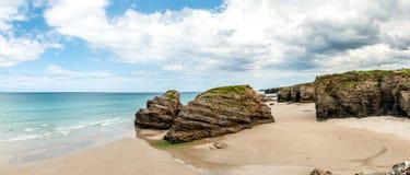Domkyrkor sätter på land (playa de las catedrales) Spanien Atlantic Ocean fotografering för bildbyråer