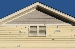 Dommages à la maison de grêle Photographie stock libre de droits