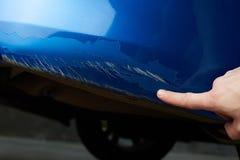 Dommages d'éraflure de peinture de voiture images libres de droits
