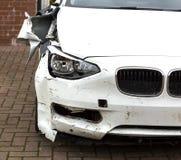 Dommages d'amortisseur dans la voiture écrasée photo stock