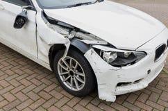 Dommages d'amortisseur dans la voiture écrasée photos stock