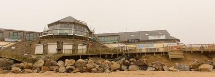 Dommages de Newquay de plage de Fistral provoqués par des tempêtes Image libre de droits