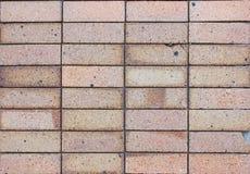 Dommages noirs d'exposition de mur de briques de fond photos stock
